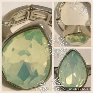💎NWOT💎Opalescent Aqua And Silver Cocktail Ring💎